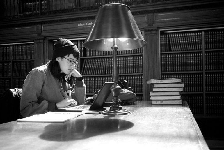 3 Συγγραφείς που θα σε κάνουν πιο έξυπνο και ευφυή
