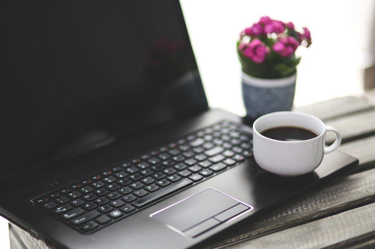 F*ck! Χύθηκε καφές στο laptop μου – τώρα;